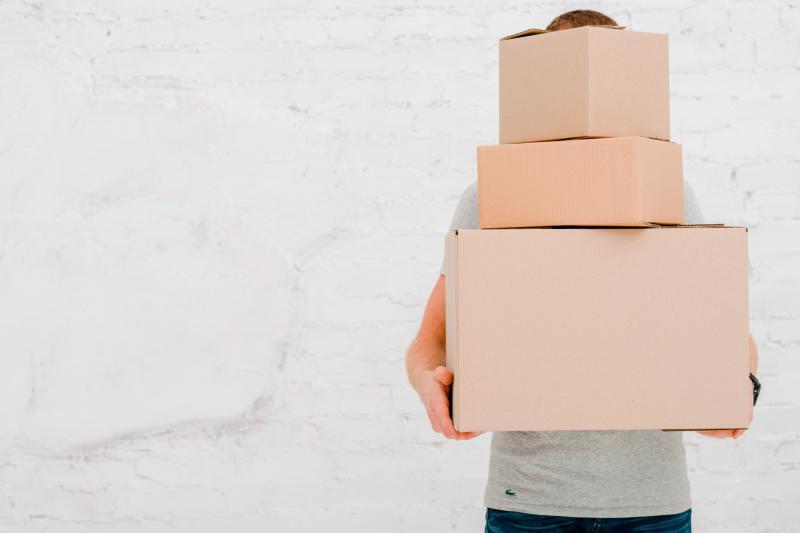 Caixa de papelão usada zona leste