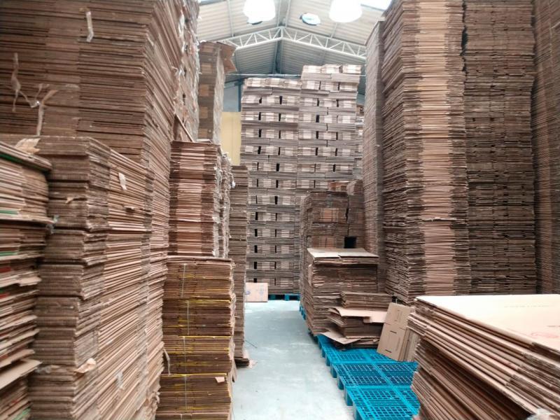 Caixa de papelão usada para vender